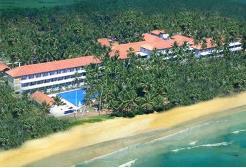 Ble Water Hotel ligger i kystbyen Wadduwa bare 27 kilometer  sør for Colombo