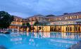 Hotellet har et stort og et lite svømmebasseng
