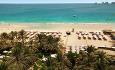 Hotellet ligger langs Jumeirah Beach og har utsikt utover den arabiske gulf