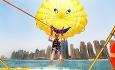 Hotellet tilbyr vannsportsaktiviteter som paragliding, vannski og vinnsurfing