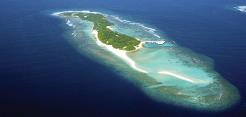 Oblu Helengeli er 800 meter land og 135 meter bred og ligger ca 50 minutters båttur fra flyplassen