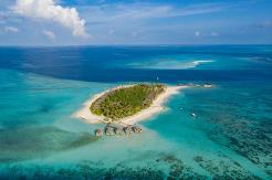 Fushifaru ligger i Lhaviyani Atoll, ca 35 minutter med sjøfly fra flyplassen
