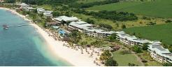 Hotellet ligger flott til langs stranden