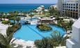 Hotellet har et enormt bassengområde på tilsammen 6000 kvm!