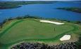 Det er to golfbaner i kort avstand fra hotellet