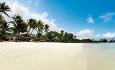Sakoa ligger langs den flotte stranden Trou aux Biches på nordvestkysten av Mauritius.