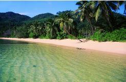 Self cateringanlegget Chalet Anse Forbans ligger langs den vakre stranden Anse Forbans på Mahe