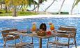 Her kan du nyte en deilig lunsj ved bassengkanten