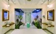 Alle rommene har nydelige maldiviske baderom. Dette er fra deluxe beach villaene.