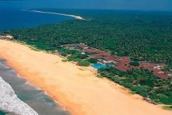 Heritance Ahungalla ligger flott til langs Ahungalla Beach, ca 115 km sør for Colombo