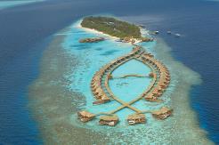 Øya Lily Beach er 600 x 110 meter stor