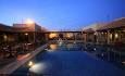 Hotellet har svømmebasseng med solterrasse på taket