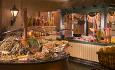 JW Marriott har 12 restauranter og barer. Dette er restauranten Dubai Market Place