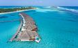 Hotellets Pool Water Villas ligger helt ytterst bland vannvillaene.