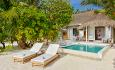 Grand Beach Pool Villa har 2 soverom og et privat plounge pool.
