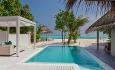 Romkategorien Retreat Grand Beach Pool Villa har privat basseng og gazebo.