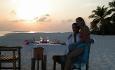 Romantisk candle lit dinner på stranden