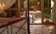 Romkategorien Jacuzzi Beach Villa har et flott hage med eget boblebad