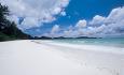 Les Villa d'Or ligger langs den vakre og lange stranden Cote d'Or