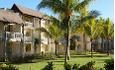 Hotellrommene ligger i småhus i et nydelig hageanlegg.