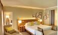 Hotellets familierom har 2 soverom: 1 med dobbeltseng og 1 med køyeseng