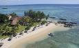 Hotellet ligger rett ved en nydelig strand