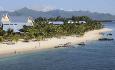 Le Victoria ligger langs en lang, vakker strand på vestkysten av Mauritius