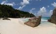 La Digue er kjent for sin vakre strand Anse Source d'Argent