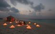 Romantisk middag på hotellets nydelige sandbanke