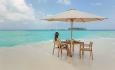 Hotellet har en privat sandbanke, hvor det kan arrangeres piknik og fornyelse av ekteskapsløftet.