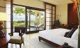 Hotellets junior suiter ligger i småhus på 2 etasjer rett ved stranden.