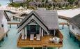 Vannvillaene har boblebad på terrassen ligger rett ved et av øyas korallrev.
