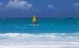 Hotellets vannsportsenter tilbyr utlån av blant annet vindsurfing, kajakk, seilbåter, pedalbåter og body boards.