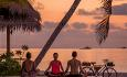 Avslutt dagen i solnedgangen med yoga.