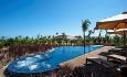 Romkategorien Luxury Garden pool Villa ligger litt tilbaketrukket fra stranden
