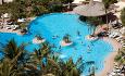 Jumeirah Beach Hotel har et stort bassengområde med soldekk