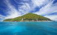 Denne øya dukker opp som perle etter ca 1,5 time med speedbåt fra Mahe. Øya kan også nås med helikopter.