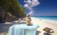 Hotellet har et 4500 kvm stort spa, men tilbyr også massasje på stranden hvis du ønsker det.