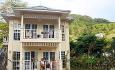 Hotellet har både prestigerom, suiter og familerom som ligger i småhus i en vakker hage