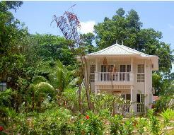 Det lille, sjarmerende hotellet Bord Mer Villas ligger ved den vakre stranden Beau Vallon på Mahe